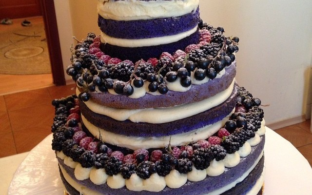 "Warning: 10 Wedding Cakes That Are Utterly ""Naked"""